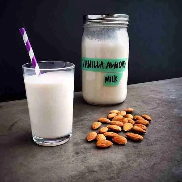 Como fazer leite de amêndoa