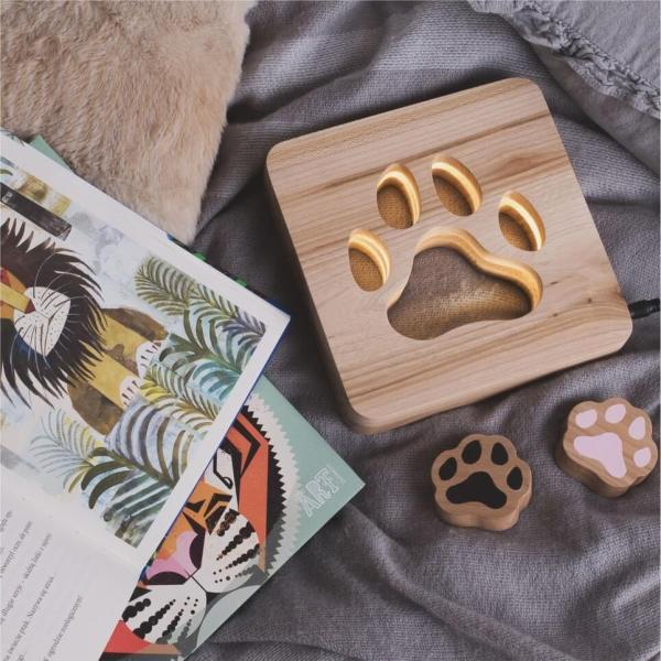 MSHWLH001 – Pet Paw Nursery Lamp – Elm Wood