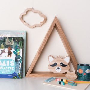 Shake up baby's playtime with the Cloud Wood Toy, created especially for clutching hands and curious mind.