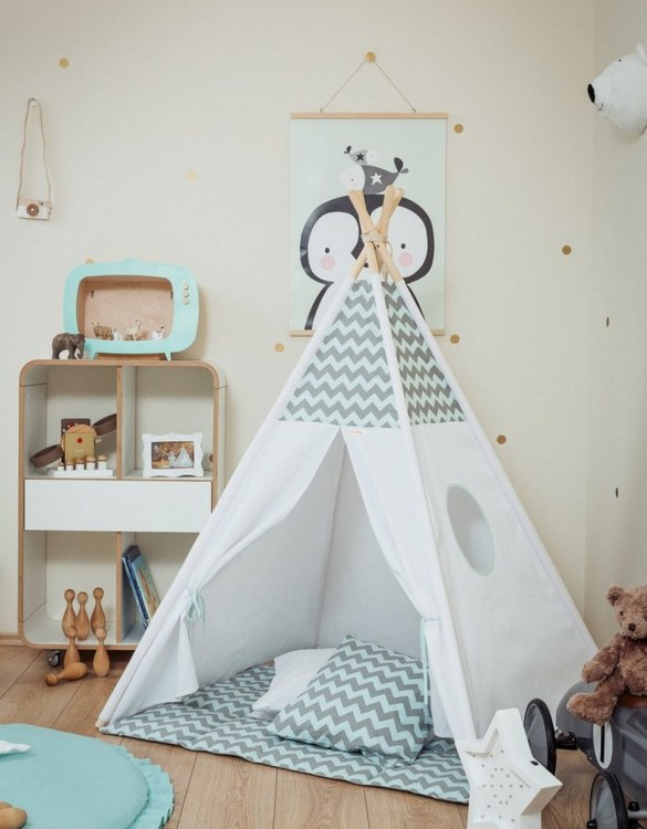 Let your little ones create their own little world with the Mint and Grey Chevron Children's Teepee Set. It creates the perfect setting for imaginative role play providing endless hours of fun.
