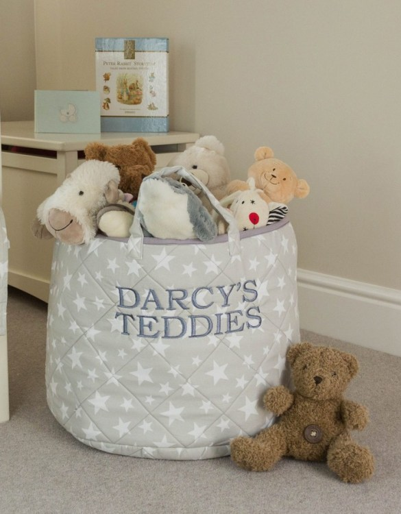 A practical home accessory for a child's bedroom, the Grey Star Toy Storage Basket is the perfect storage solution for keeping those runaway toys, books, shoes or laundry at bay.