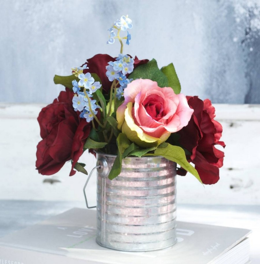 You know spring has sprung when the grass turns green and your favorite flowers start to bloom. It is also the perfect time to start thinking about how to use and arrange those beautiful spring blooms.