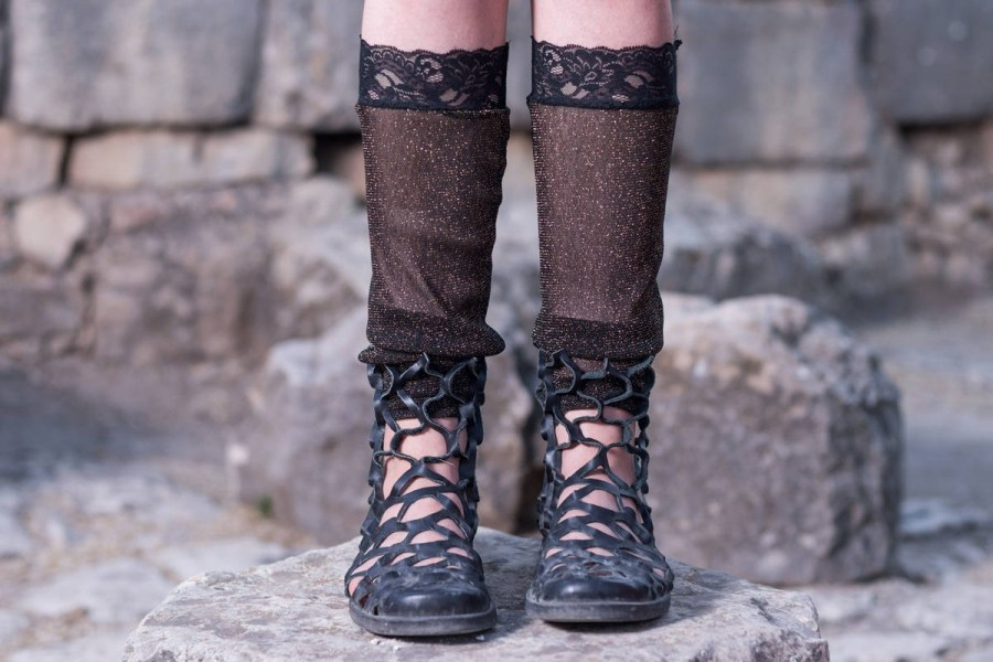 Want to be a Boho chic chick? This popular style, which is a mix of both hippie and Bohemian influences, always looks effortlessly fashionable and comfortable.
