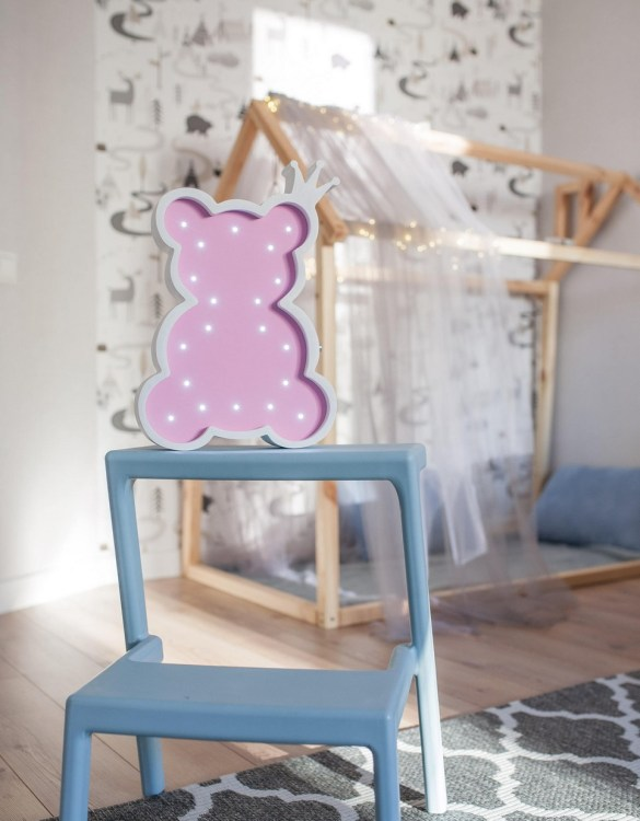 Perfect for setting a calm moon in your kid's bedroom, the Teddy Bear Decorative Night Light gives a soft glow when turned on.