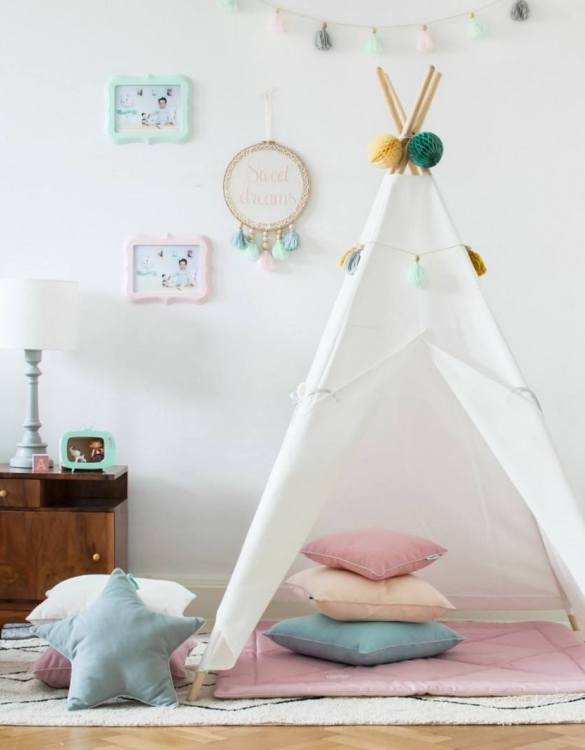 The perfect setting for imaginative play, the Classic White Children's Teepee is as good to look at as to play in. It can easily be used inside your home or in the garden as well as on the terrace.
