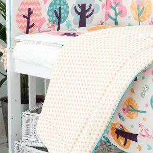 An incredibly useful and functional accessory for your baby's cot, the Owl Tales Crib Bumper ensures a cosy and soft environment for your baby.