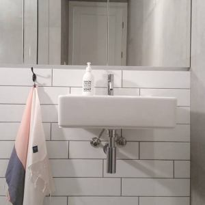 More absorbent and lighter than classical towels, the Sjo Kitchen Hand Towel looks great in a bathroom or kitchen. This towel would make a truly special gift.