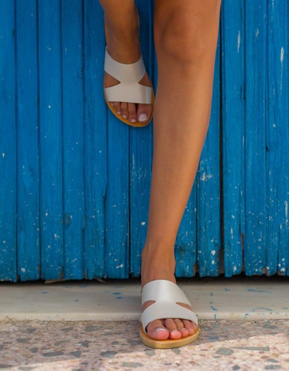 Just what every summer wardrobe needs, the Pythia Greek Leather Sandal is every woman's dream pair, super comfy and elegant, and easily combined with any outfit.