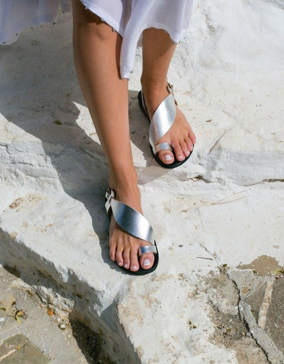 Just what every summer wardrobe needs, the Daphne Greek Leather Sandal is every woman's dream pair, super comfy and elegant, and easily combined with any outfit.