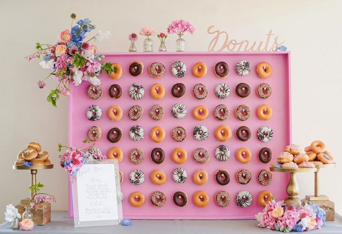 No party can do without a dessert table, and the latest dessert table trend is a donut wall. A donut wall is a super trendy and hot idea for every party, both for kids and adults, from baby showers to weddings.
