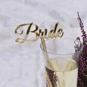 The perfect personalised accessory to any drink, the Personalised Party Drink Stirrer is an ideal accessory for any gathering, cocktail party or wedding festivities, adding a unique touch to any glass.