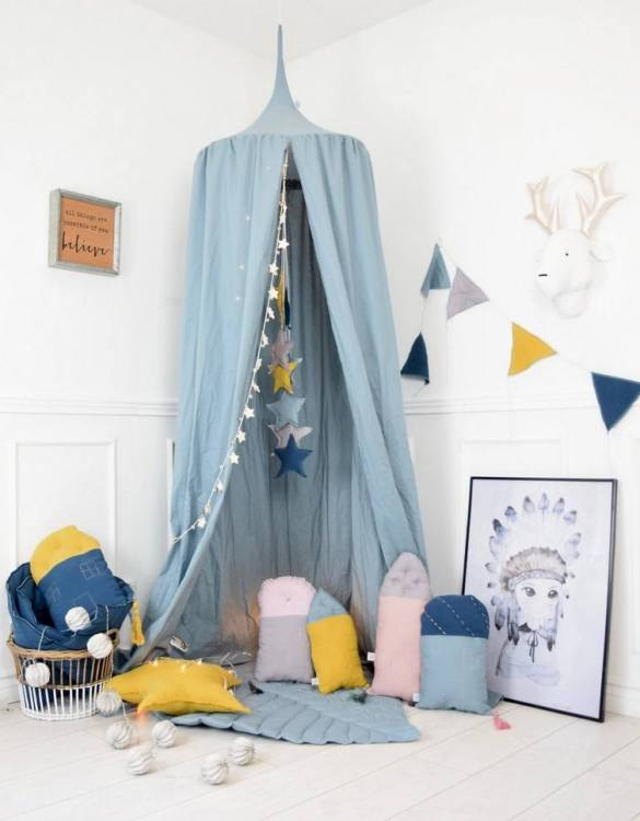 A super cosy retreat, the Baldachin Scandinavian Sky Children's Bed Canopy create a fun fairytale-like environment in your child's bedroom.