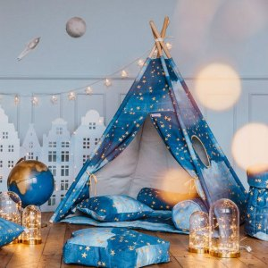 Let your little ones create their own little world with the Gold Stars Children's Teepee Set. It creates the perfect setting for imaginative role play providing endless hours of fun.