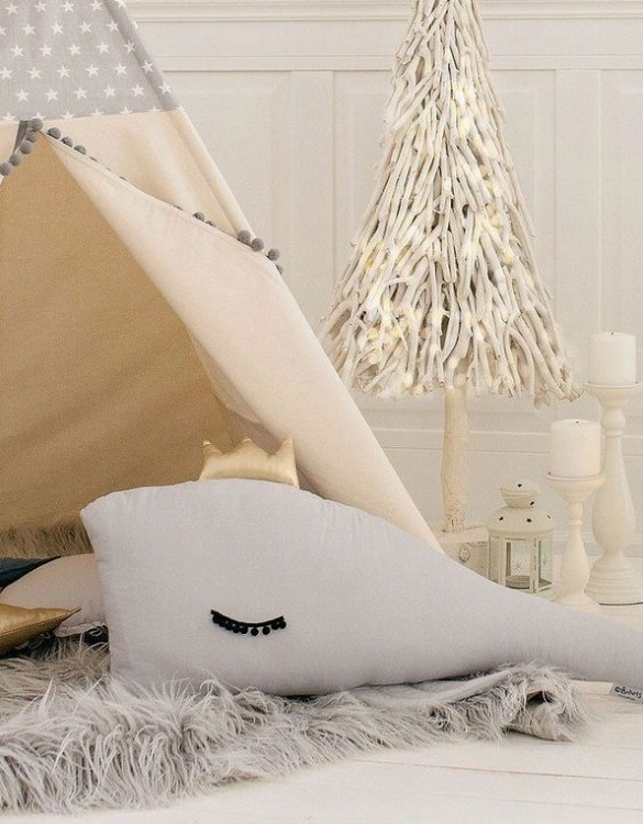 A unique way to show somebody just how much you care, the Gray Whale Large Baby Cushion is a truly unique occasional gift for your favourite little person to treasure for the years to come.