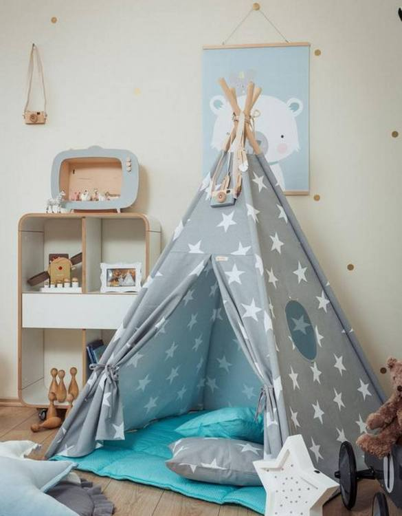Let your little ones create their own little world with the Large Stars Children's Teepee Set with Sky Blue Mat. It creates the perfect setting for imaginative role play providing endless hours of fun.