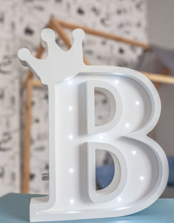 Certain to be a favourite in any family home the Letter B Marquee Light Sign creates a talking point which catches attention and expresses your passion for stand out design. Perfect for anyone who enjoys something a little different.