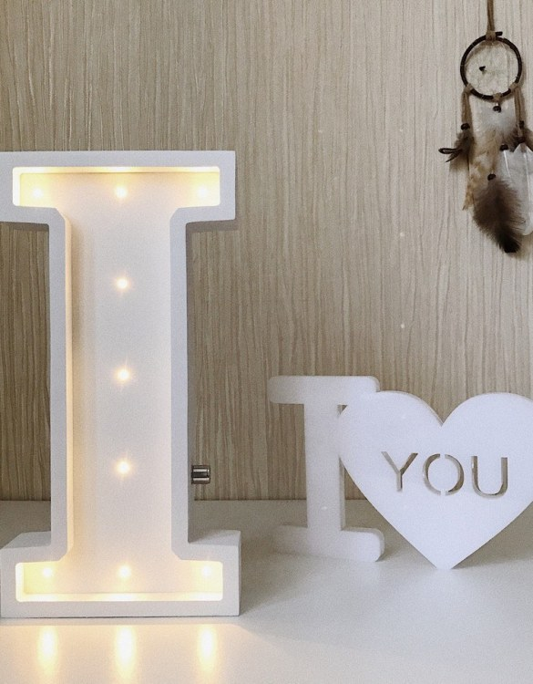 Certain to be a favourite in any family home the Letter I Marquee Light Sign creates a talking point which catches attention and expresses your passion for stand out design. Perfect for anyone who enjoys something a little different.