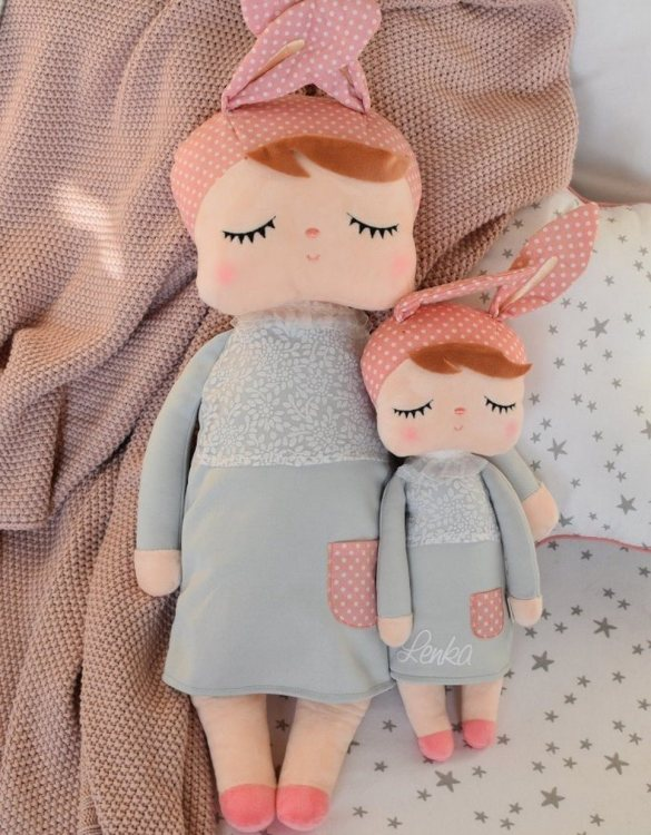 Perfect to capture the essence of an idyllic childhood, the Personalised Metoo Large Doll Grey makes the perfect gift for your little one. This personalised baby doll is a really popular gift for little girls and is suitable for newborn babies too.