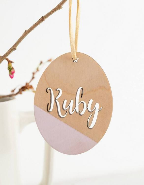 A detailed hanging decoration for Easter, the Customised Easter Egg Hanging Decoration that everyone will love to keep. Ideal as a way of marking the spring season, these personalised Easter decorations are great accessories for your celebration.