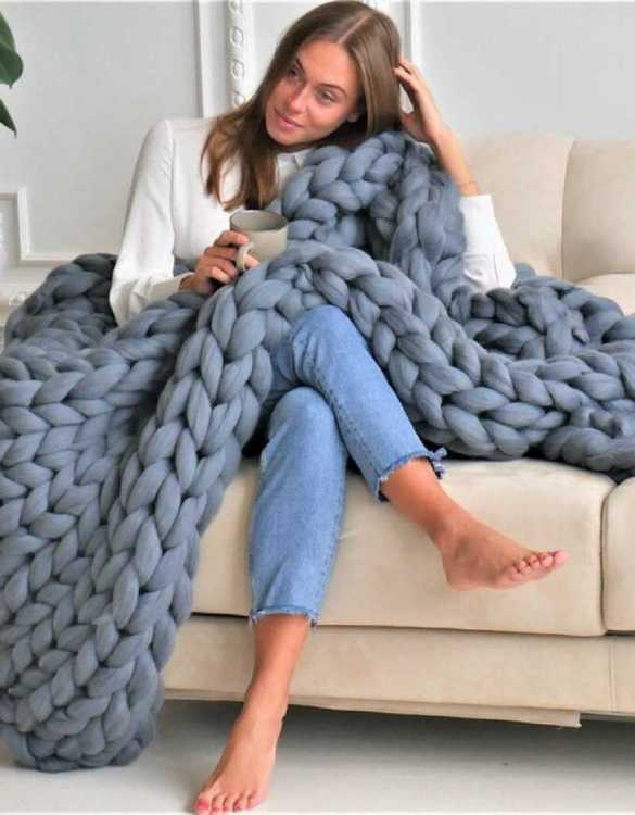 Super soft, the Dark Grey Chunky Knit Blanket is the perfect addition for any contemporary home and makes it perfect for naps or night time.