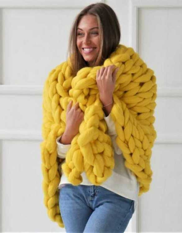 Super soft, the Yellow Chunky Knit Blanket is the perfect addition for any contemporary home and makes it perfect for naps or night time.