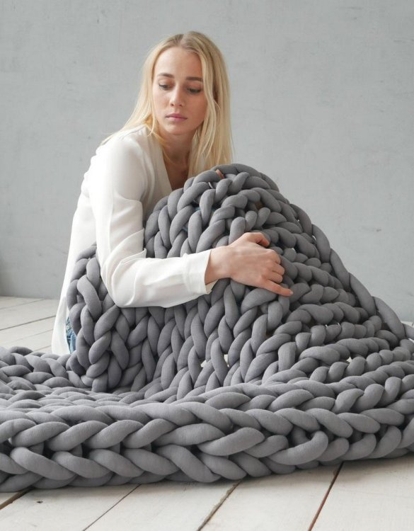 Super soft, the Dark Grey Chunky Cotton Blanket is the perfect addition for any contemporary home and makes it perfect for naps or night time.