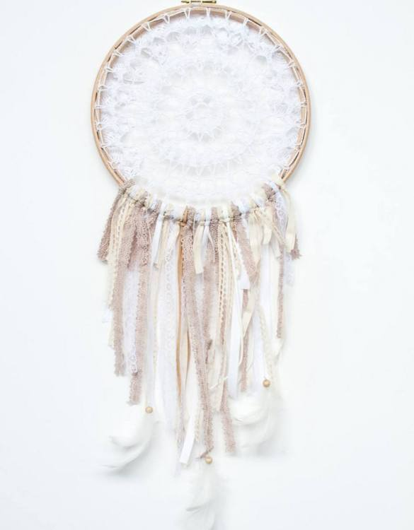 Perfect for a nursery or child's bedroom, the Creamy Pudding Handmade Dream Catcher looks great as a new baby gift or to hang in the baby's nursery. Dream catchers are totems that represent good energy, and neutralize negative energy at home.