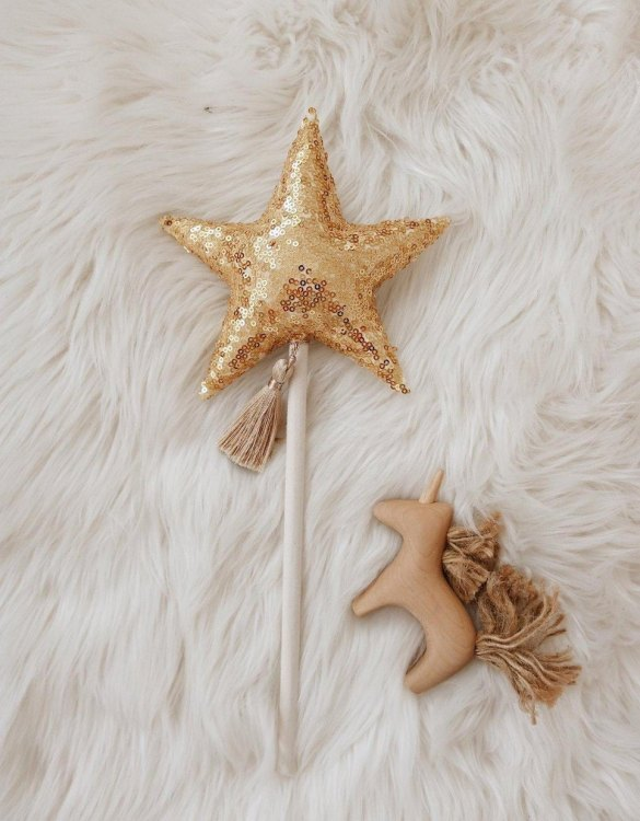 A magical fairy play gift, the Gold Sequins Magic Wand is made for Flower Girls, little magical thinkers and fairy princesses. A lovely handmade wand for children that supports imaginative and creative play, encourages to experience and learn through play, create, relax, let go and just be a child.