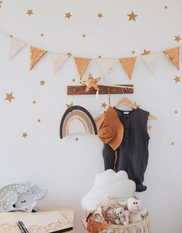 Add a pop of colour with the Gold and Beige Pennant Sequins Garland. A colourful finishing touch for your nursery or child's room, living space or to celebrate a party! The perfect size for decorating a shelf or mantle.