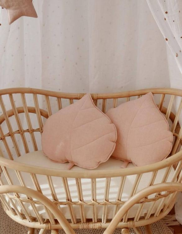 A great way to brighten up your child's room, the Light Pink Linen Leaf Cushion is perfect for colour lovers young and old, equally at home in an eclectic living room or a teenage bedroom. Brighten up your child's room or play space with this playful and charming character.