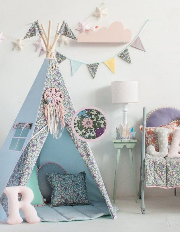 Add a pop of colour with the Pastel Meadow Pennant Garland. A colourful finishing touch for your nursery or child's room, living space or to celebrate a party! The perfect size for decorating a shelf or mantle.