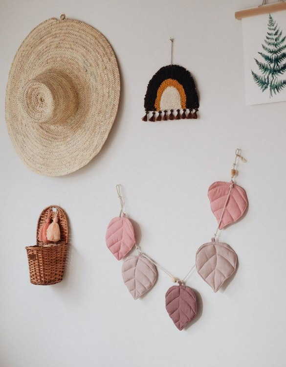 Add a pop of colour with the Pink Leaf Nursery Garland. A colourful finishing touch for your nursery or child's room, living space or to celebrate a party! The perfect size for decorating a shelf or mantle.