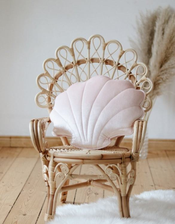 A great way to brighten up your child's room, the Pink Pearl Velvet Shell Cushion is perfect for colour lovers young and old, equally at home in an eclectic living room or a teenage bedroom. Brighten up your child's room or play space with this playful and charming character.