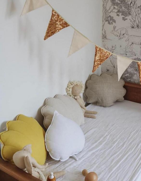 A great way to brighten up your child's room, the White Linen Leaf Cushion is perfect for colour lovers young and old, equally at home in an eclectic living room or a teenage bedroom. Brighten up your child's room or play space with this playful and charming character.