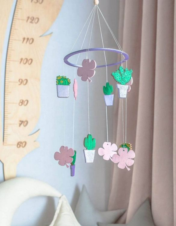 A perfect addition to any baby's room, the Floral Wooden Baby Mobile enchants children's eyes and escorts them into the land of dreams. This enchanting neutral gender baby mobile is sure to delight any child and will make the cutest addition to a woodland themed nursery decor.