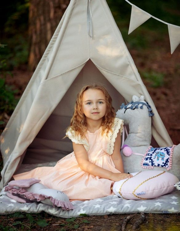 Watch your children create their own adventures with Garden Outdoor Children's Play Teepee! Every little adventure needs their own space to let their imaginations run wild and this kids play tent is just perfect.