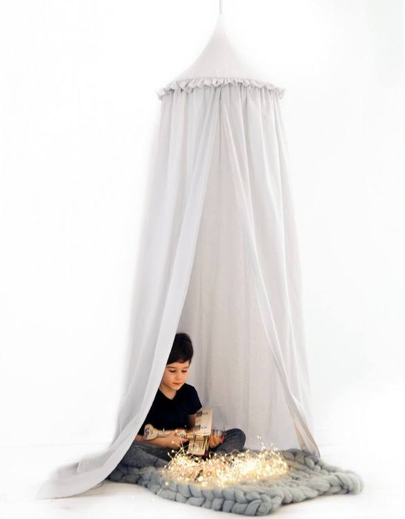 A super cosy retreat, the Light Grey Children's Canopy with Frill creates a fun fairytale-like environment in your child's bedroom. This hanging tent can be a castle, a spaceship, a reading nook, but also a great decoration for your house.