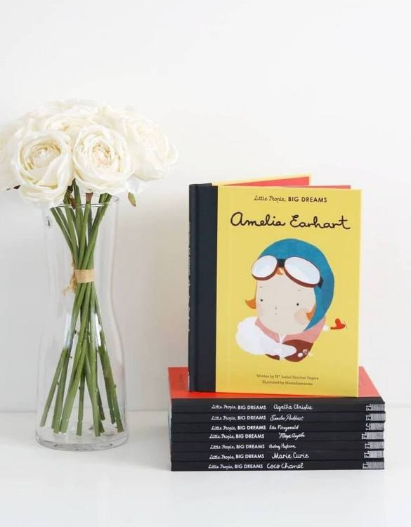 A great gift book for young people, the Little People, Big Dreams: Amelia Earhart Children's Book will be a joy a read and keep as a personal and lasting record of time spent with friends both in and out of school.