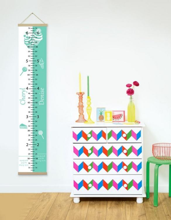 How high are your little creatures? Chart your child's growth development with the Personalised Sweet Green Twins Growth Chart. This personalised growth chart will look perfect in your children's bedroom, nursery or playroom.