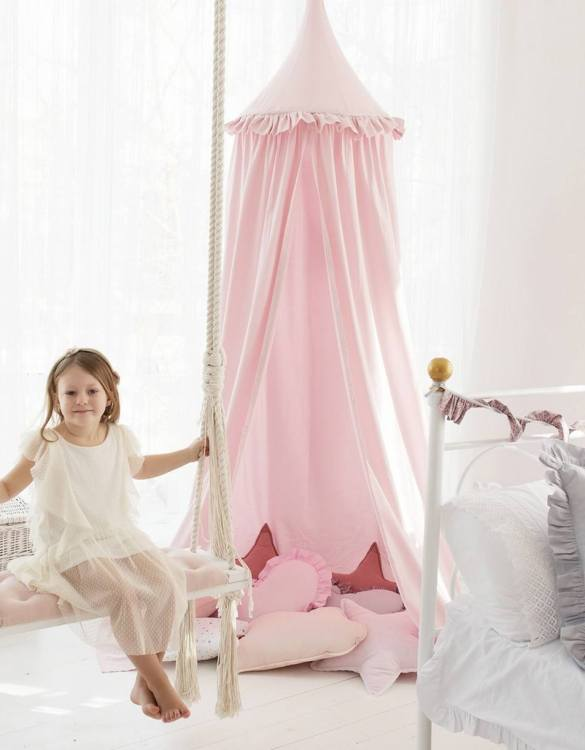 A super cosy retreat, the Powder Pink Children's Canopy with Frill creates a fun fairytale-like environment in your child's bedroom. This hanging tent can be a castle, a spaceship, a reading nook, but also a great decoration for your house.