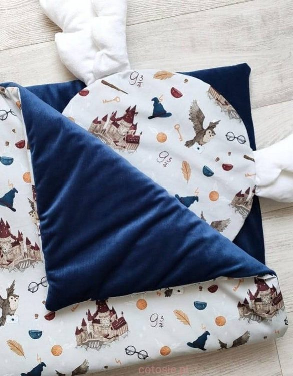 The perfect gift for any parents, the Baby Cot Bedding Set - Round Pillow with Wings would be the perfect addition to any child's bedroom. Made from 100% soft cotton, this baby bedding set will make a lovely addition to welcome a new baby at home!