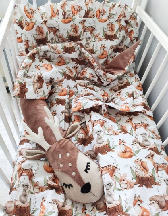 The perfect gift for any parents, the Baby Cot Bedding Set with Valance Roe-deer would be the perfect addition to any child's bedroom. Made from 100% soft cotton, this baby bedding set will make a lovely addition to welcome a new baby at home!