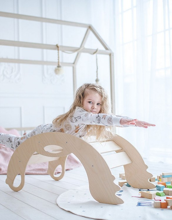 A real educational wooden toy, the Birdie Natural Rocking Toy is perfect for creative and curious toddlers at playtime. This rocking toy could be an ideal starting point for a toddler's healthy development as it offers a lot of excitement and directs children to take joy in movement.