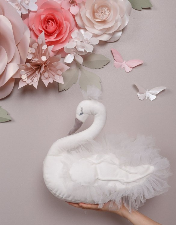 With a beautiful long curved neck and a graceful and pretty face, the Charlotte Swan Stuffed Toy is a wonderful decoration for girl nursery. A soft swan decor that you'll love to hug.