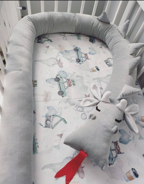 Highly practical and gorgeous looking cot bedding, the Dragon High Rise Velvet Cot Bumper is perfect to welcome a new baby at home! It is not only a protection but also a soft friend who will make sure that the child does not feel lonely during sleep.