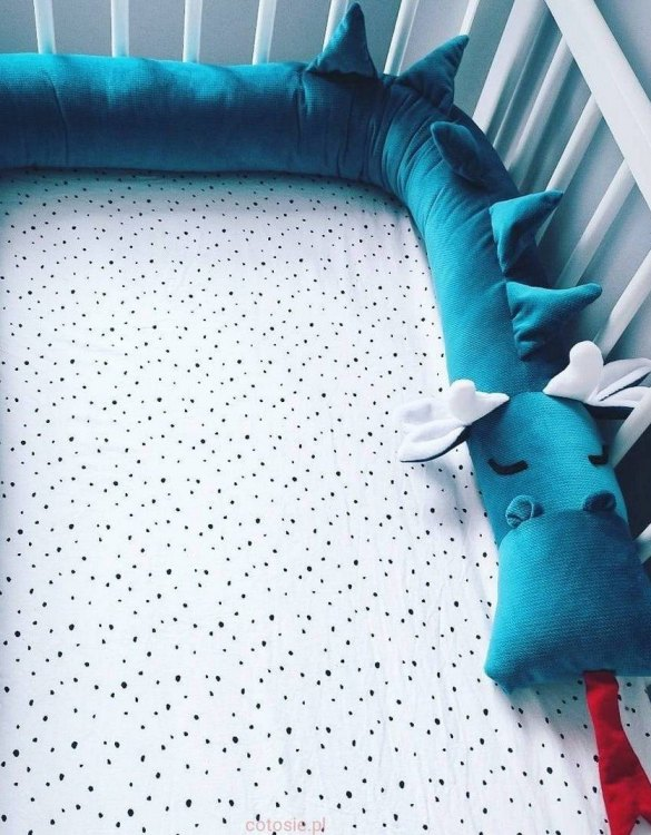 Highly practical and gorgeous looking cot bedding, the Dragon Mosaic Blue Velvet Cot Bumper is perfect to welcome a new baby at home! It is not only a protection but also a soft friend who will make sure that the child does not feel lonely during sleep.
