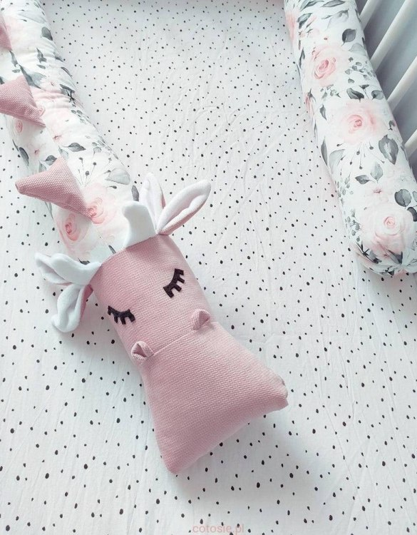 Highly practical and gorgeous looking cot bedding, the Dragon Pastel Roses Cot Bumper is perfect to welcome a new baby at home! It is not only a protection but also a soft friend who will make sure that the child does not feel lonely during sleep.