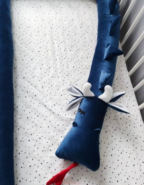 Highly practical and gorgeous looking cot bedding, the Dragon Poseidon Velvet Cot Bumper is perfect to welcome a new baby at home! It is not only a protection but also a soft friend who will make sure that the child does not feel lonely during sleep.