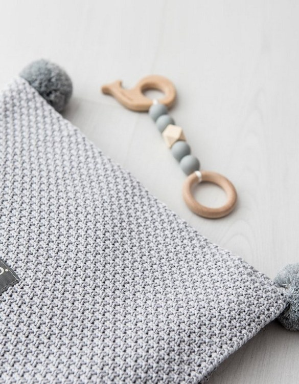 Chic and cozy, the Gray Bamboo and Cotton Baby Blanket with Pompoms adds a playful touch that will catch your little one's attention. The super soft material of this hooded baby blanket, feels almost like felt and is perfect for wrapping a new bundle of joy up in and is the perfect way of welcoming a new baby home.
