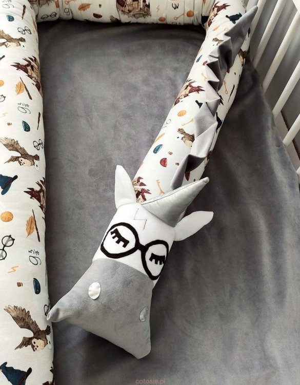 Highly practical and gorgeous looking cot bedding, the Harry Unicorn School of Magic Gray Cot Bumper is perfect to welcome a new baby at home! It is not only a protection but also a soft friend who will make sure that the child does not feel lonely during sleep.